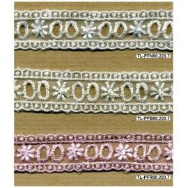 Fita bordada 90 - passa-fitas branco, bege e rosa.