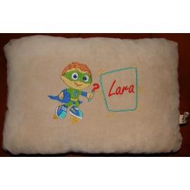Almofada da Lara com bordado do Super Why